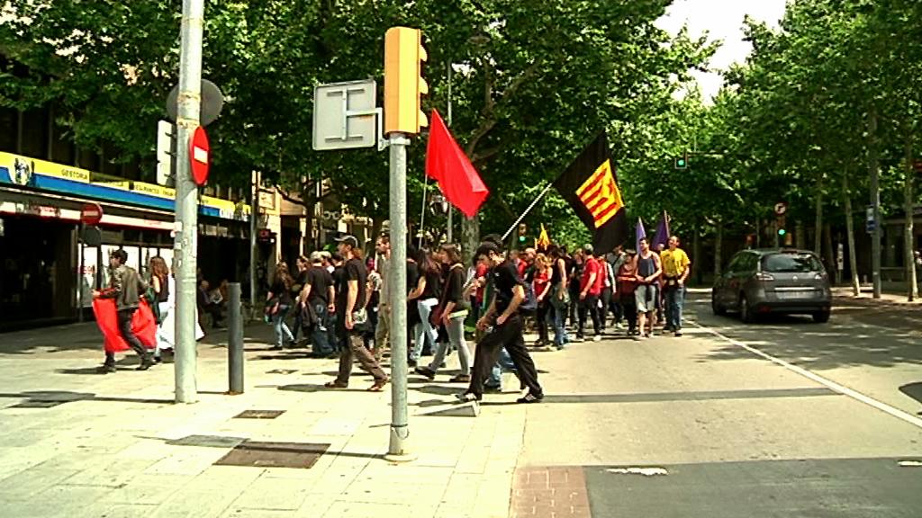 Unes 150 persones es van manifestar el dia 1 de maig pels carrers del centre de Vilafranca en defensa dels drets dels treballadors