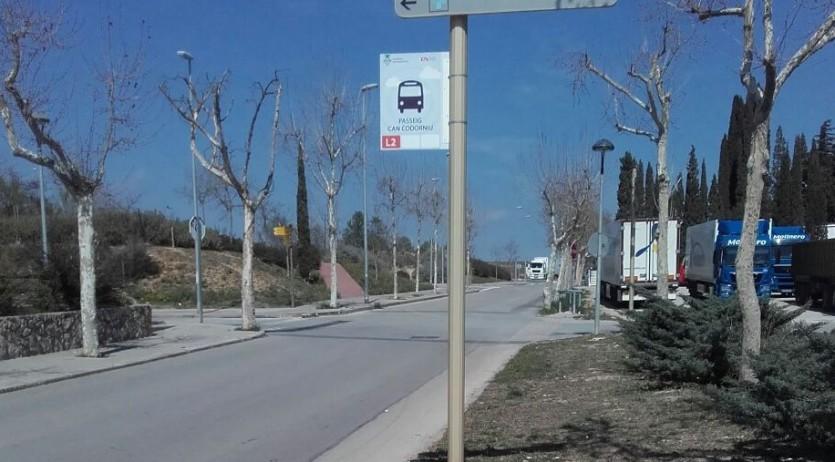Sant Sadurní manté l'aposta per la mobilitat sostenible i segura amb dues noves parades del bus urbà i el reforç de la senyalització a les escoles
