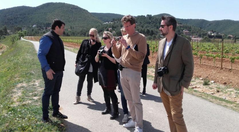 Un grup de periodistes noruecs ha visitat nou cellers penedesencs elaboradors de cava