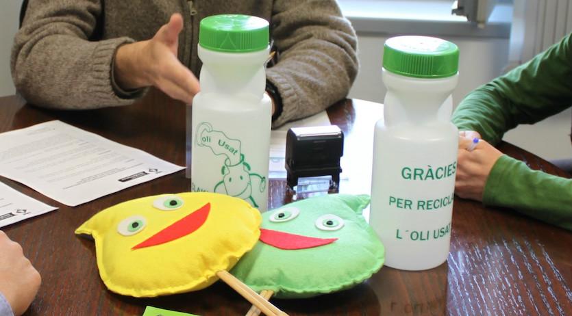 Centres educatius de Sant Martí es converteixen en punts de recollida d'oli de cuina usat