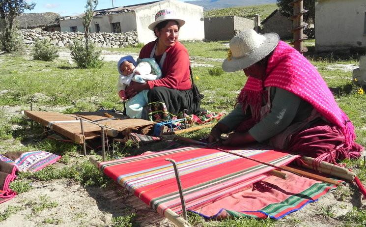 El documental 'Tejiendo Relatos', de Clara Calvet, es projecta al Casal Popular