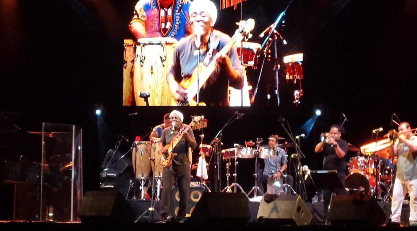 Richard Bona ha presentat a Vilafranca el seu darrer treball amb ritmes cubans