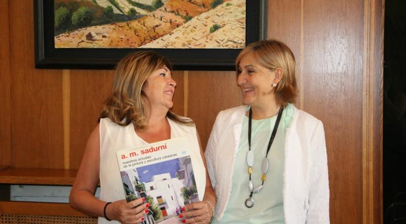La galeria Paqui Delgado lliura part dels beneficis de la Subhasta d'obres d'art a l'Ajuntament