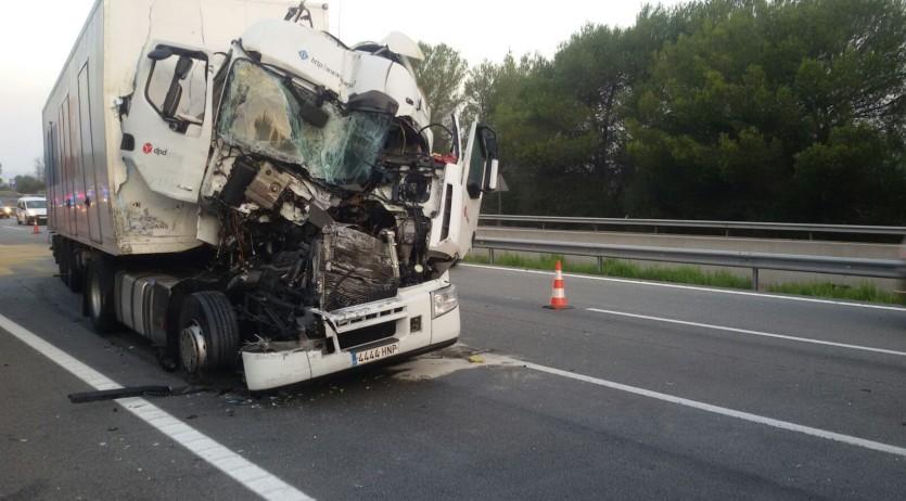 Un accident a l'autopista provoca cues de fins a 9 km