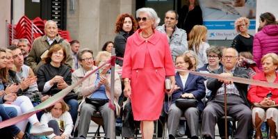 34 models desfilen en la quarta edició d'un dels actes destacats de la Setmana de la Gent Gran