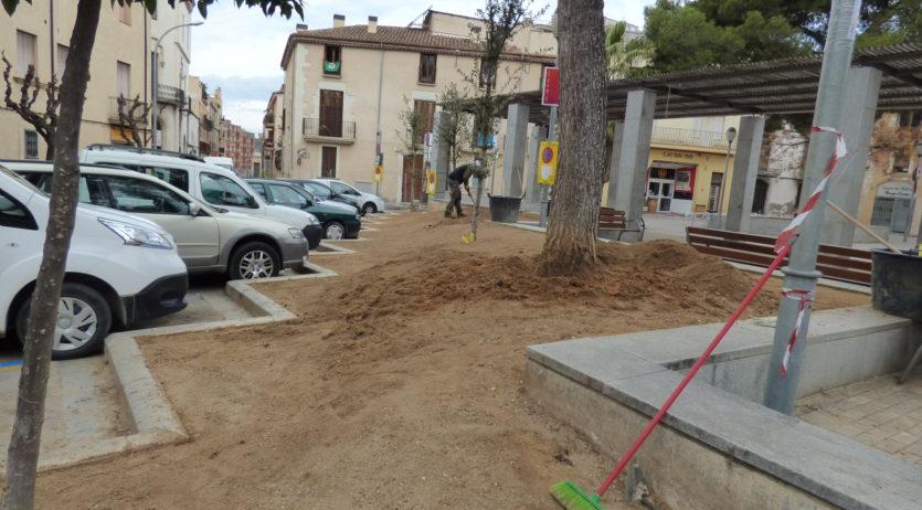 S'iniciat les obres de condicionament i plantació als parterres de la plaça Milà i Fontanals