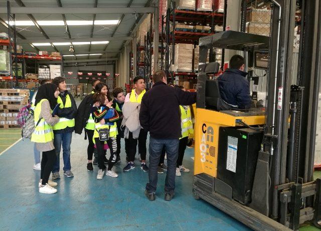 L'alumnat del PTT d'Auxiliar de vendes, oficina i atenció al públic visita l'empresa FACSA