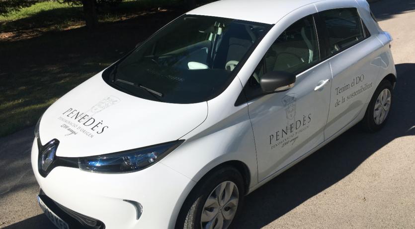 La DO Penedès aposta per la mobilitat elèctrica, adquirint un cotxe elèctric per desplaçar-se