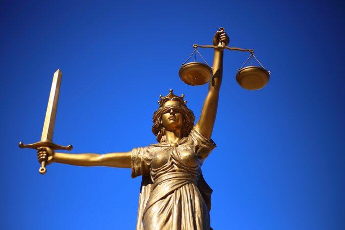 La causa principal del descrèdit de la justícia espanyola és…