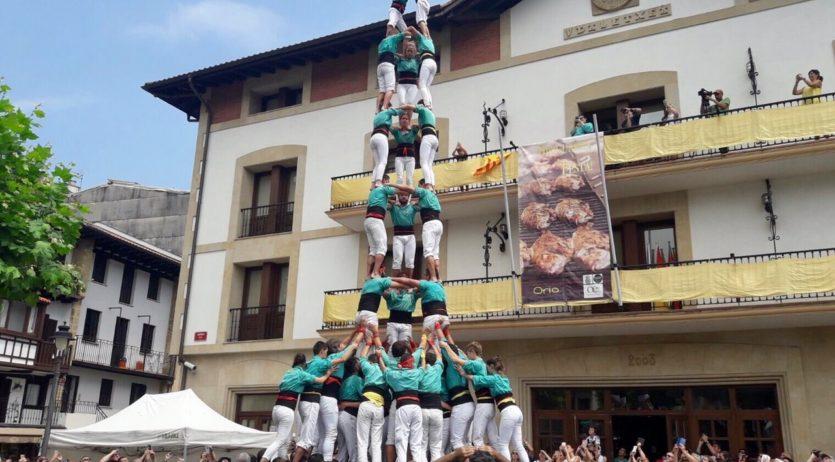 Els Castellers de Vilafranca estrenen plaça de castells de 9 al País Basc