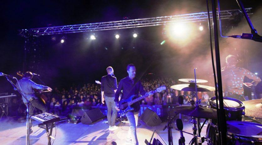Més de 1.500 persones al concert de Cesk Freixas i Blaumut pel 25è aniversari de Canal 20
