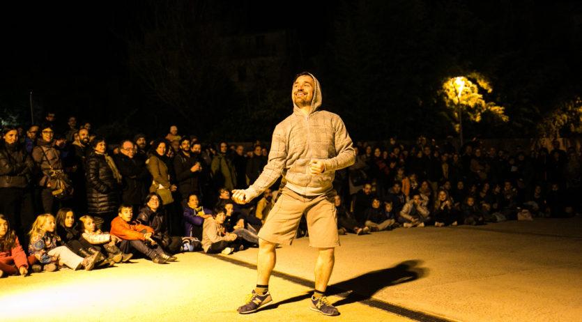 """""""Molar"""" de Quim Bigas ens presenta al pati de l'Escorxador una performance festiva"""
