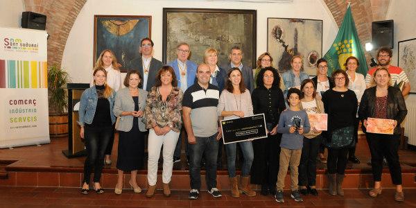 Llibreria Jepi i Fotografia Adolfo els més premiats del concurs d'aparadors de Som Sant Sadurní