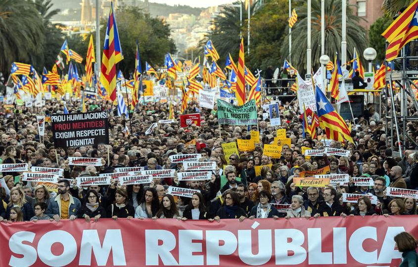 La tàctica que fa més favor al sobiranisme és la de…