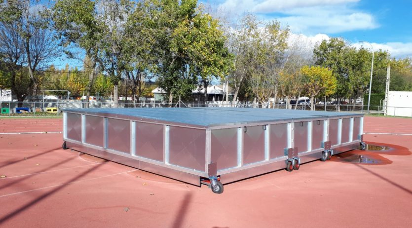 Nou equipament de salt de perxa a la pista d'atletisme de Vilafranca