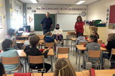 La Diputació ha lliurat a l'escola de Sant Martí alces reposapeus per els alumnes