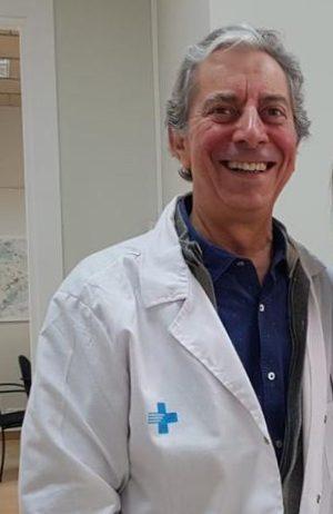 """El metge Jordi Flórez rep el """"Pin d'Or"""" del Pla en agraïment al seu treball i dedicació"""