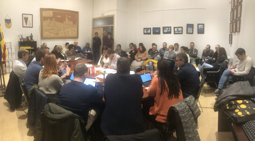 Treballadors de l'Ajuntament d'Olèrdola reclamen el compliment d'acords i assisteixen al ple