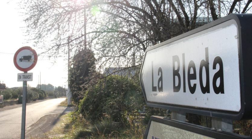 L'Ajuntament renova l'antiga senyalització viària de la carretera de la Bleda