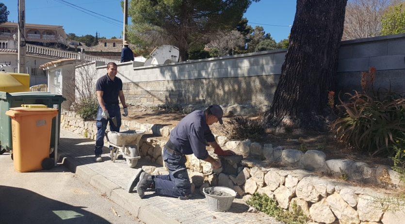 La brigada de l'Ajuntament d'Olèrdola adequa un mirador a Sant Miquel