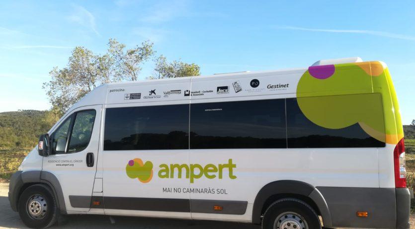 El microbús d'Ampert ha estrenat la seva nova imatge
