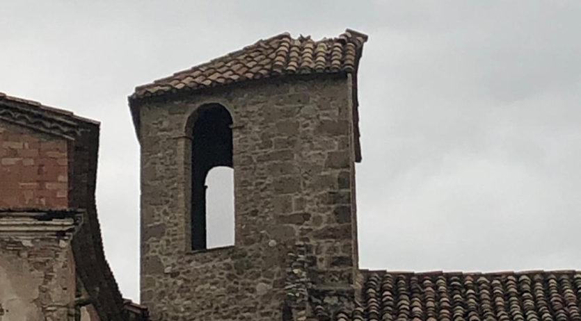 Un llamp fa caure la creu de pedra de Santa Maria de Lavit