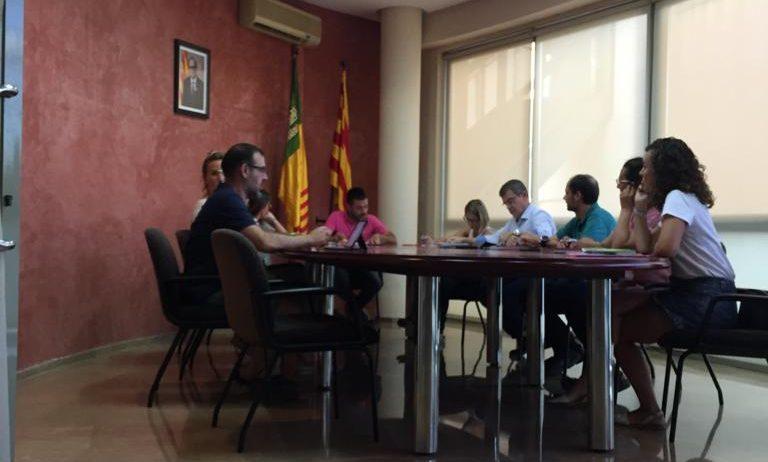 L'Ajuntament de Torrelavit dona suport als pagesos davant la crisi del preu del raïm