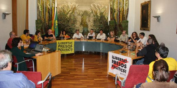 El ple de Sant Sadurní rebutja majoritàriament la sentència del TS contra els polítics catalans