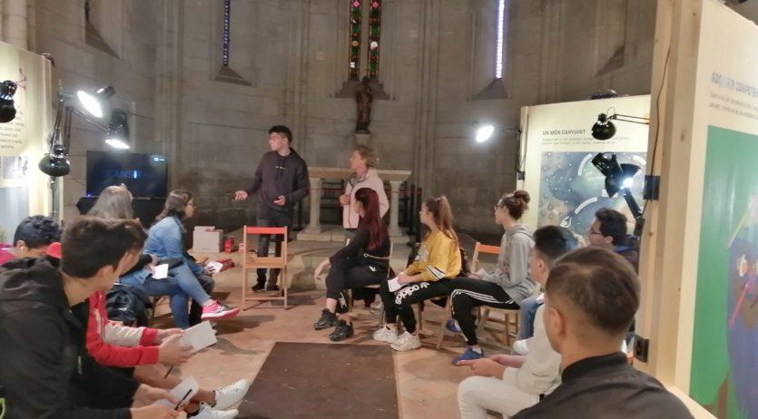 L'alumnat dels programes de joves del Servei d'Ocupació visiten l'exposició Transitar