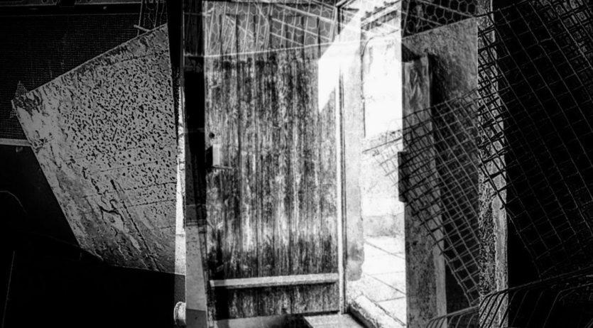 """El Col·lectiu ARTS3 presenta """"El discret encant de les portes"""" a la sala dPAS de l'Escorxador"""