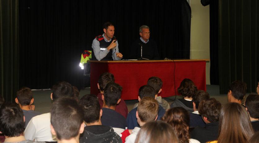 Els Mossos fan una xerrada sobre substàncies estupefaents en una escola a Sant Sadurní