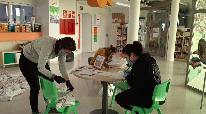 Torrelles distribueix material escolar a 70 famílies de l'escola i la llar d'infants