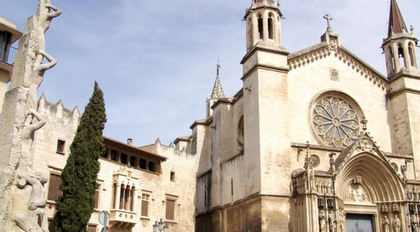 Les parròquies de Vilafranca permeten demanar una pregària pels difunts a les misses online