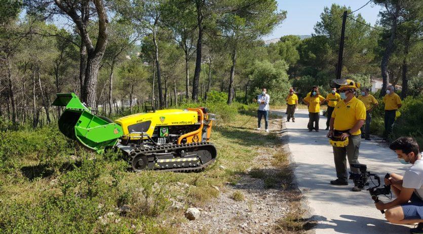 Es presenta una nova desbrossadora per a la prevenció d'incendis al Penedès-Garraf
