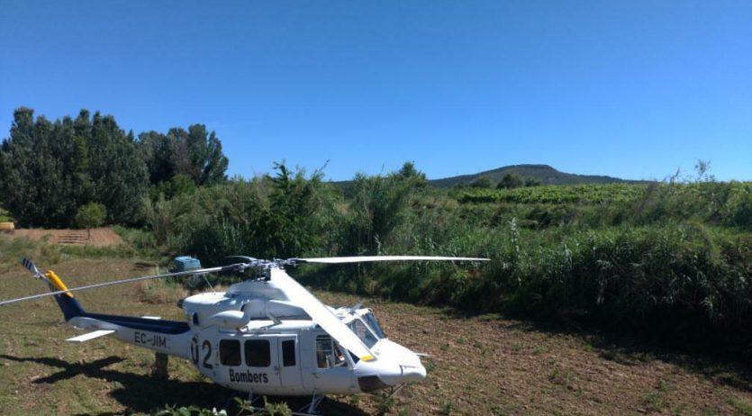 Un helicòpter dels bombers sobrevola Sant Pere Molanta buscant un senyor d'edat avançada