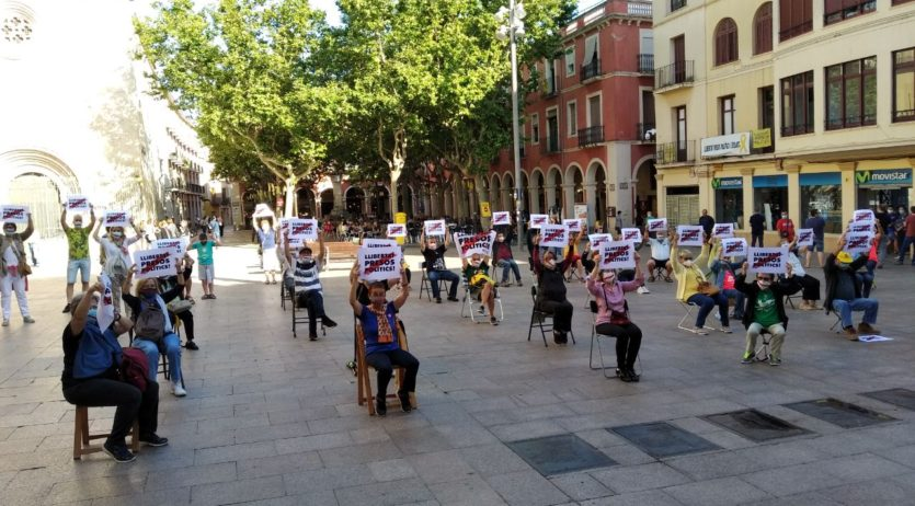 Òmnium denuncia, en una concentració a la Plaça de la Vila, la repressió de l'Estat