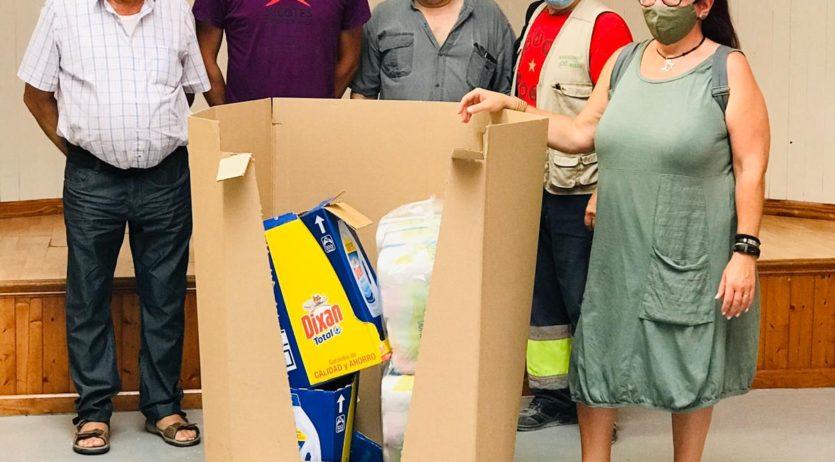 Els Xicots lliuren productes d'higiene al Rebost Solidari