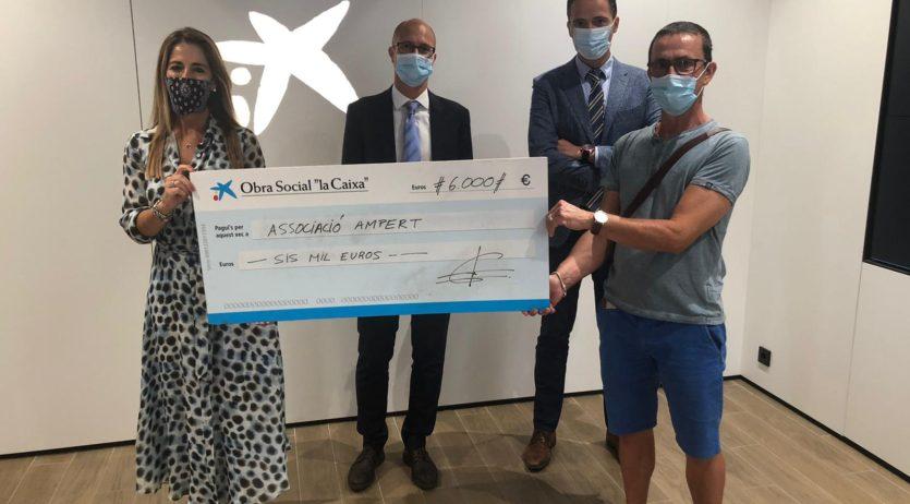 AMPERT rep un donatiu de 6.000 € de l'obra social 'La Caixa'