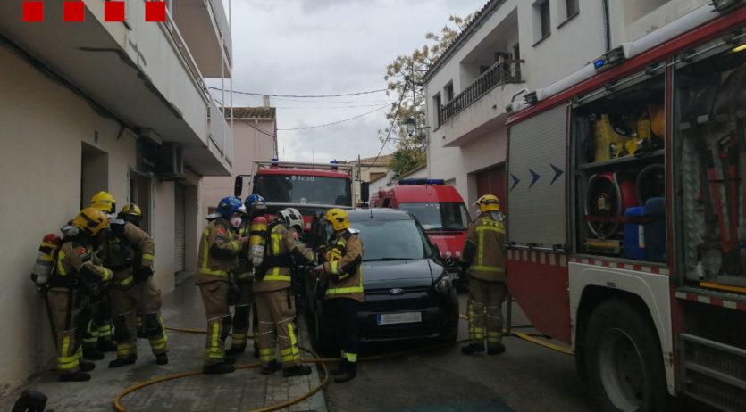 Una persona ha mort en un incendi a Castellví