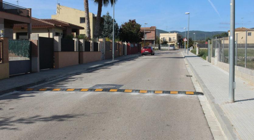Bandes reductores de velocitat al carrer Bosquet de Sant Martí Sarroca