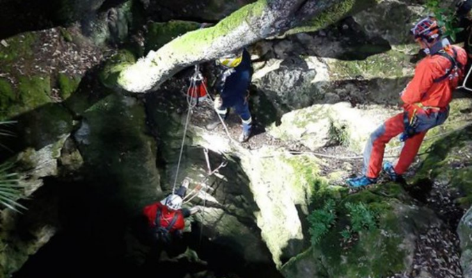 Rescatat l'espeleòleg accidentat a l'Avenc de l'Esquerrà, a Olesa de Bonesvalls