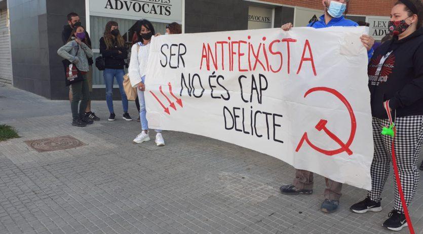 Dues activistes antifeixistes acusades d'increpar els Mossos declaren als jutjats de Vilafranca