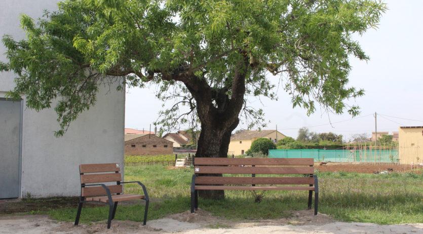 L'Ajuntament de Sant Martí instal·la bancs al nucli de La Bleda