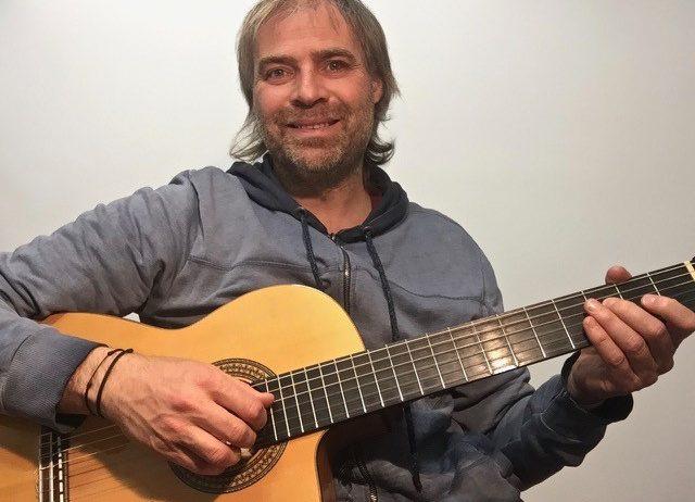 Carles Sanahuja publica el vídeo-clip 'Temps' del seu primer àlbum en solitari 'Allà darrera'