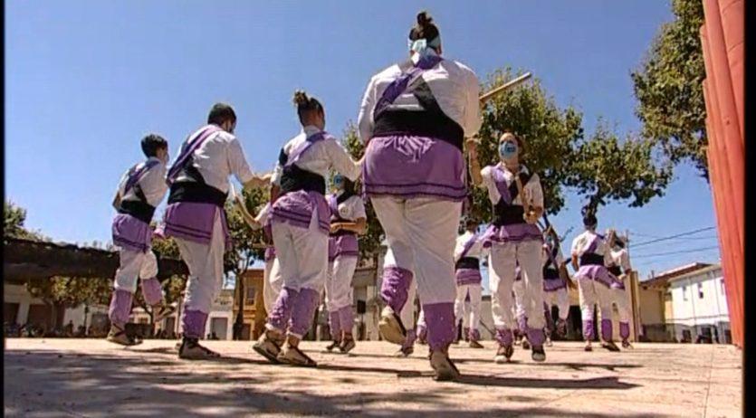Penedès TV ofereix en directe la mostra folklòrica dels balls de la Festa Major dels Monjos