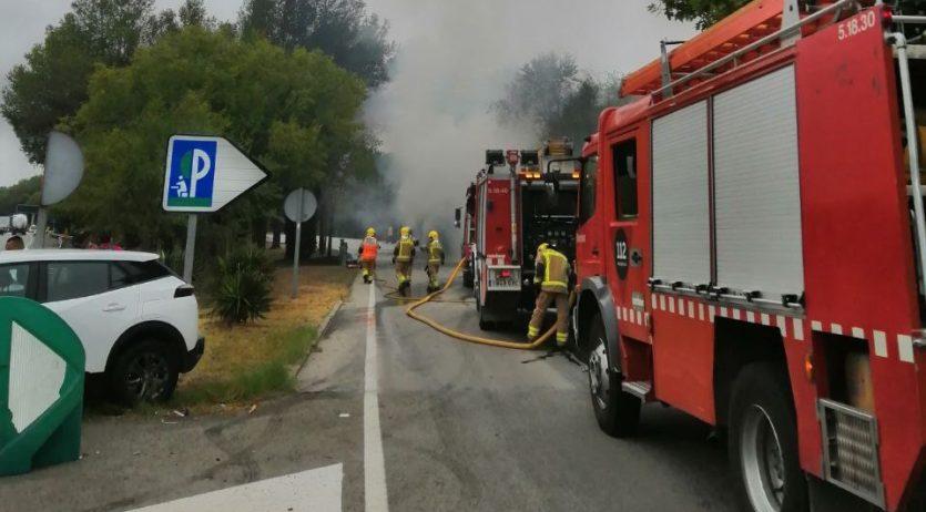 Cues a l'AP-7, a Subirats, per l'incendi d'un autobús en una àrea de descans